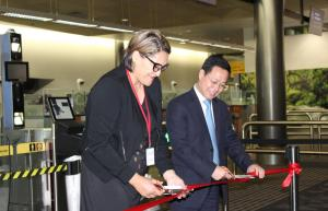 Customs Minister Hon Meka Whaitiri and Qu Guangzhou, Charge d'affaires of the Embassy of the People's Republic of China, officially open eGates to Chinese passport holders