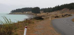 Hayman Rd, which hugs the eastern side of Lake Pukaki, leads to Guide Hill Station.