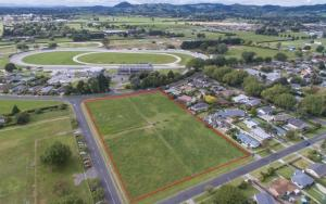 A once active sand quarry (boundary outlined in red) in Cambridge, New Zealand is back on the market as the rest of the country debates the merits of more quarrying.