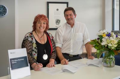 Anna Osborne and Dave Gawn signing the partnership agreement between Pike River Recovery Agency and the Family Reference Group.