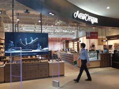 A New Origin café in Seoul, South Korea  Branded health foods based on NZ velvet have transformed the Korean market. Creating a similar product category in China is a priority for the deer industry.